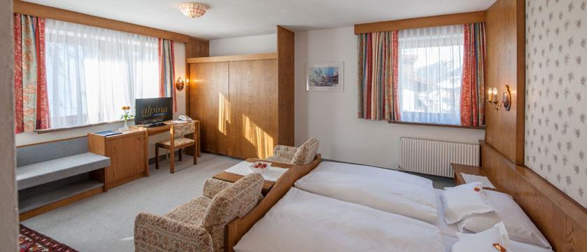 austria_obergurgl_hotel-alpina-sonnberg_bedroom2.jpg